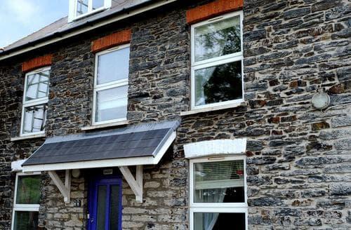 Last Minute Cottages - Inviting Cardigan Apartment S90179