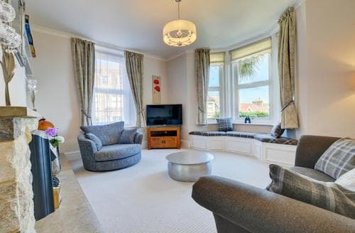 Last Minute Cottages - Lovely Swanage Apartment S92468