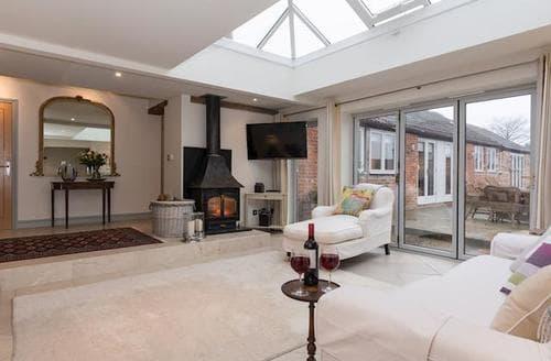 Last Minute Cottages - Luxury Chippenham Cottage S92488