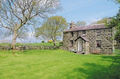 Last Minute Cottages - Cosy Caernarfon Cottage S22211