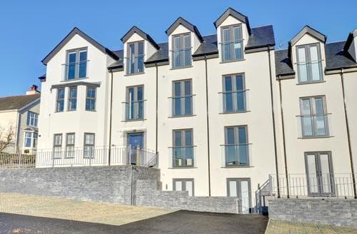 Last Minute Cottages - Cosy Benllech Apartment S92732