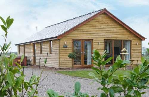 Last Minute Cottages - Woodman's Lodge