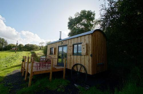 Last Minute Cottages - Cosy Brecon Lodge S93544