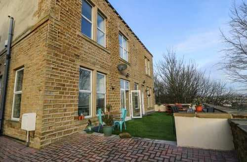 Last Minute Cottages - Splendid Holywell Green Cottage S93652