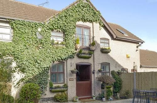 Last Minute Cottages - Cosy Chesterfield Cottage S94042