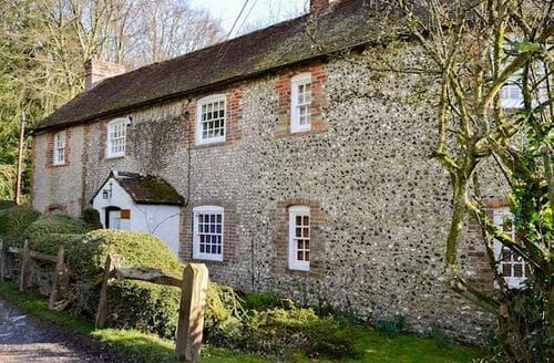 Last Minute Cottages - Luxury Arundel Cottage S94082