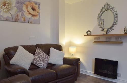 Last Minute Cottages - Marston Apartment