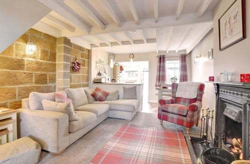Last Minute Cottages - Captivating Castleton Cottage S94327