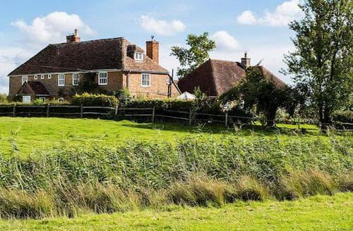 Last Minute Cottages - Lovely Ashford Cottage S95004