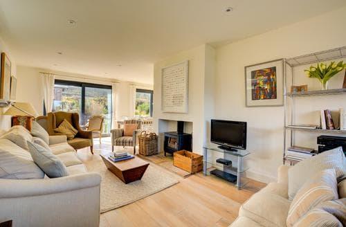Last Minute Cottages - Beautiful Salthouse Cottage S95021