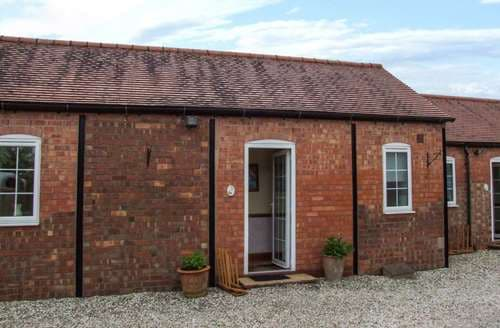 Last Minute Cottages - Cosy Meriden Cottage S94325