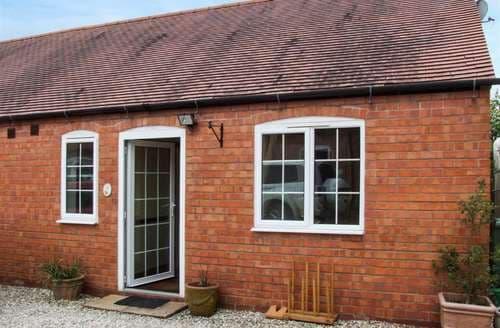 Last Minute Cottages - Cosy Meriden Cottage S94334