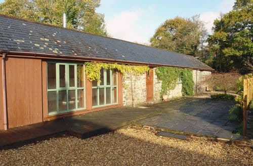 Last Minute Cottages - Shute Barn