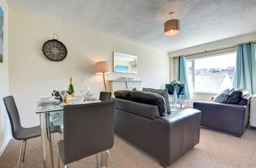 Last Minute Cottages - Lovely  Apartment S97249