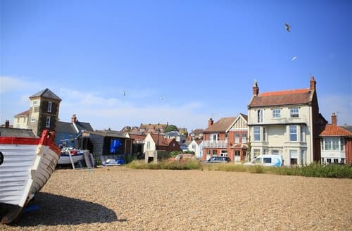 Last Minute Cottages - Top Flat, Clare House