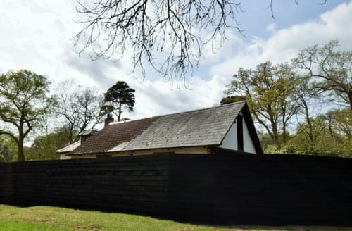 Last Minute Cottages - Attractive Christchurch Barn S98069