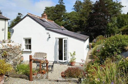 Last Minute Cottages - Excellent Dinas Cottage S85156