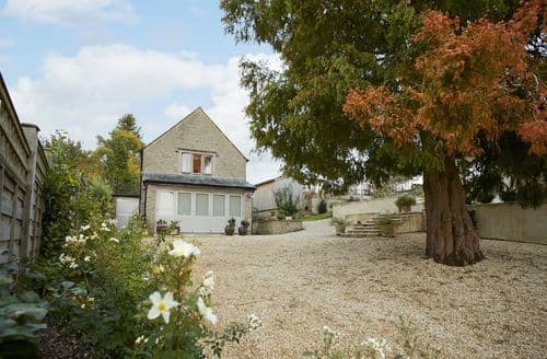Last Minute Cottages - Lovely Compton Abdale Cottage S69991
