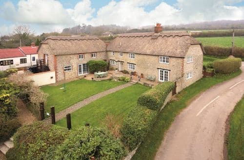Last Minute Cottages - Luxury Monkton Wyld Cottage S79552