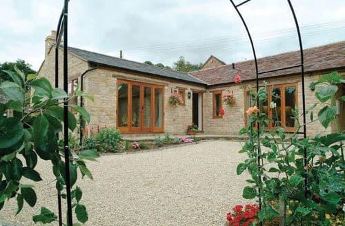 Last Minute Cottages - Cosy Ilmington Cottage S44845