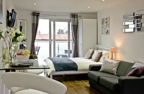 Last Minute Cottages - Luxury Exmouth Apartment S98332