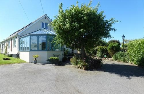 Last Minute Cottages - Woolly Welcome