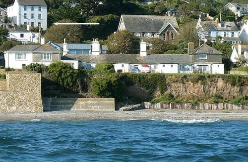 Last Minute Cottages - Stunning South Cornwall Apartment S26522