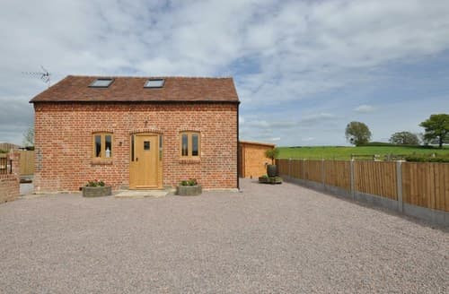 Last Minute Cottages - Cosy Gloucester Barn S98502