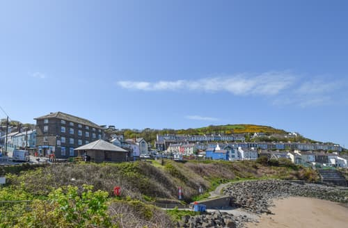 Last Minute Cottages - Attractive New Quay Apartment S98580