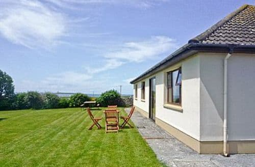 Last Minute Cottages - Cosy Quilty Cottage S23865