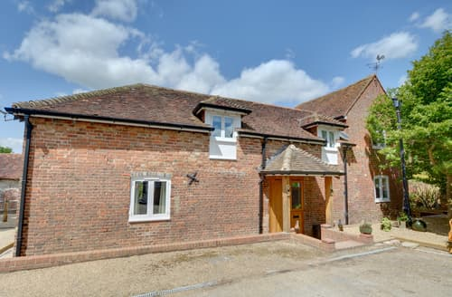 Last Minute Cottages - Exquisite Tonbridge Lodge S98787