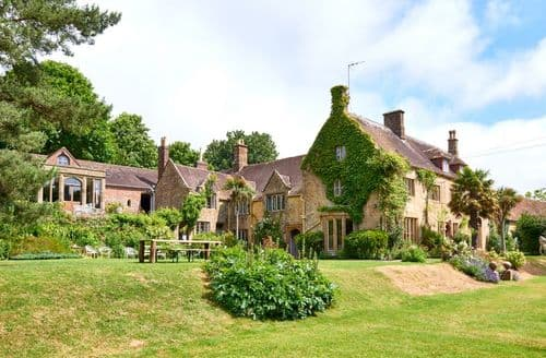 Last Minute Cottages - Symondsbury Manor S99001