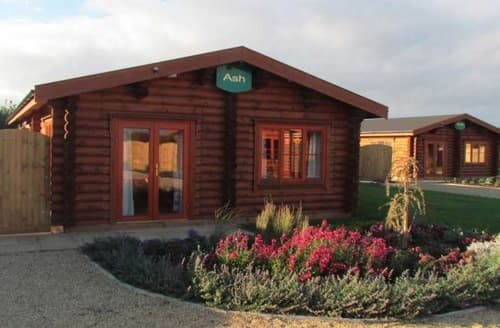 Last Minute Cottages - Rutland Luxury Lodges   Yew S99048