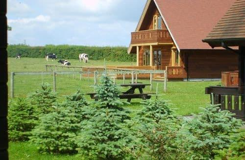 Last Minute Cottages - Scandinavian Style Chalets - Duncliffe Chalet S99082