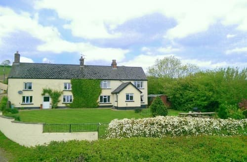 Last Minute Cottages - Hallwood Farmhouse