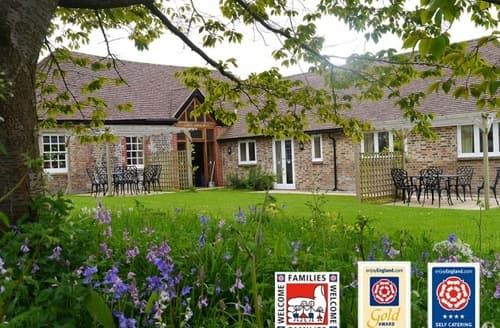 Last Minute Cottages - Newtimber Holiday Cottages   Orchard Cottage S99179
