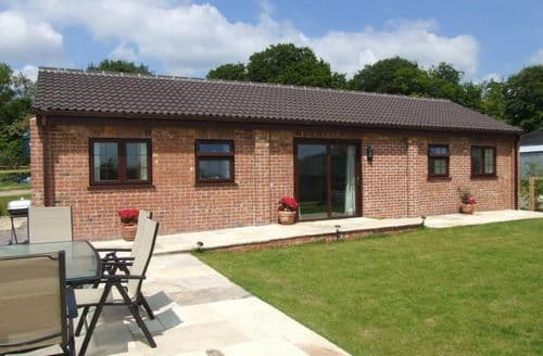 Last Minute Cottages - The Old Dairy, Beechcroft Farm S99215