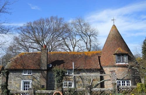 Last Minute Cottages - Little Bucksteep Oast S99225
