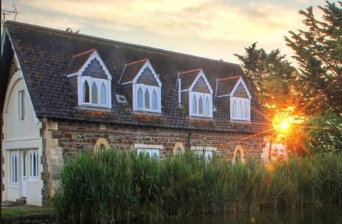 Last Minute Cottages - Old Lifeboat House Apartments   George Brendon S99359