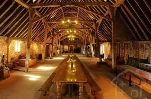 Last Minute Cottages - The Tudor Barn S99458
