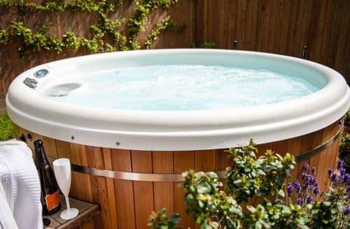 Last Minute Cottages - Hedgehog Corner with Hot Tubs