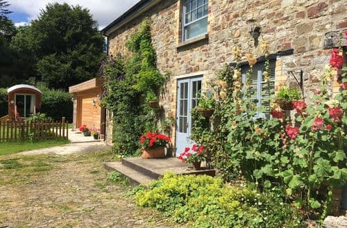 Last Minute Cottages - The Old Stable S99582