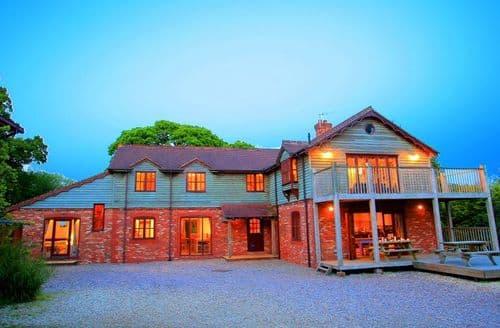 Last Minute Cottages - Oak Tree House S99608