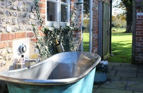 Last Minute Cottages - The Bothy & Flint, Launceston Farm