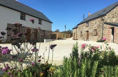 Last Minute Cottages - The Old Farm Barns S99620