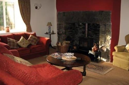 Last Minute Cottages - Traditional Welsh Cottage S99624