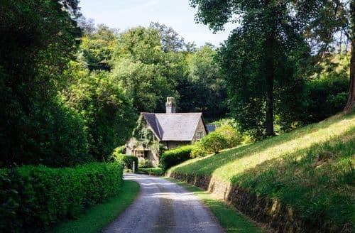 Last Minute Cottages - Northmoor House & Lodge   Northmoor Lodge S99628
