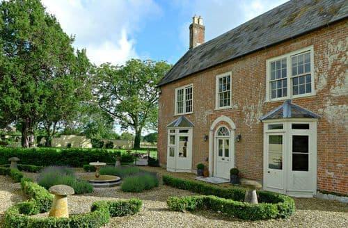 Last Minute Cottages - Farmhouse
