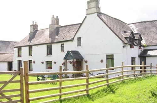 Last Minute Cottages - Meadowview Farmhouse, Bluebell Cottage & Apartments S99644