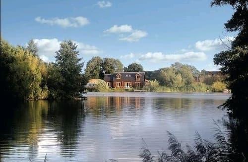 Last Minute Cottages - Waters Reach & Lakeland Lodge   Lakeland Lodge S99710